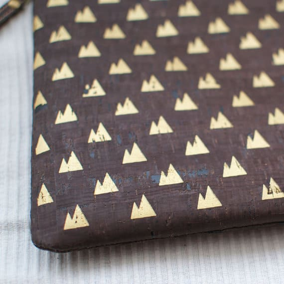 "Cork wristlet clutch / Dark cork clutch / Vegan clutch ""Twin Peaks"" - Made of dark cork and organic cotton"